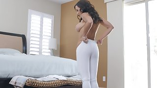 Bombshell sporty MILF whore Lisa Ann gets cum authentication an ass bonk